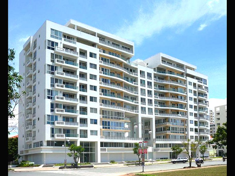 Amazing Apartment Building White Wall Green Grass 1 Properties Luxury Building 2